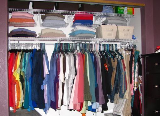 Duża szafa może zastąpić garderobę